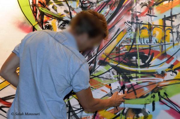 Derniers détails à la bombe par le street art artiste Enkage