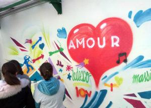 Initiation street art dans une école primaire à Marseille avec les graffeurs Acet et Enkage