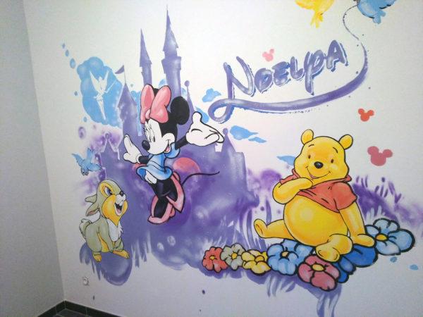 Artiste Peinture chambre d'enfant Minnie et l'univers Walt Disney