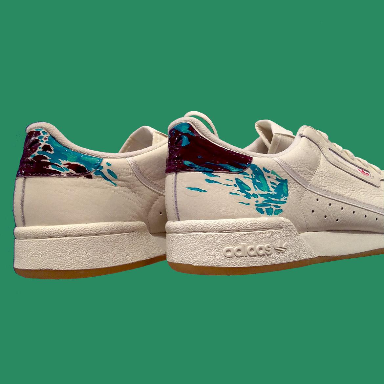 Peinture de sneakers motif zèbres par l'artiste Enkage