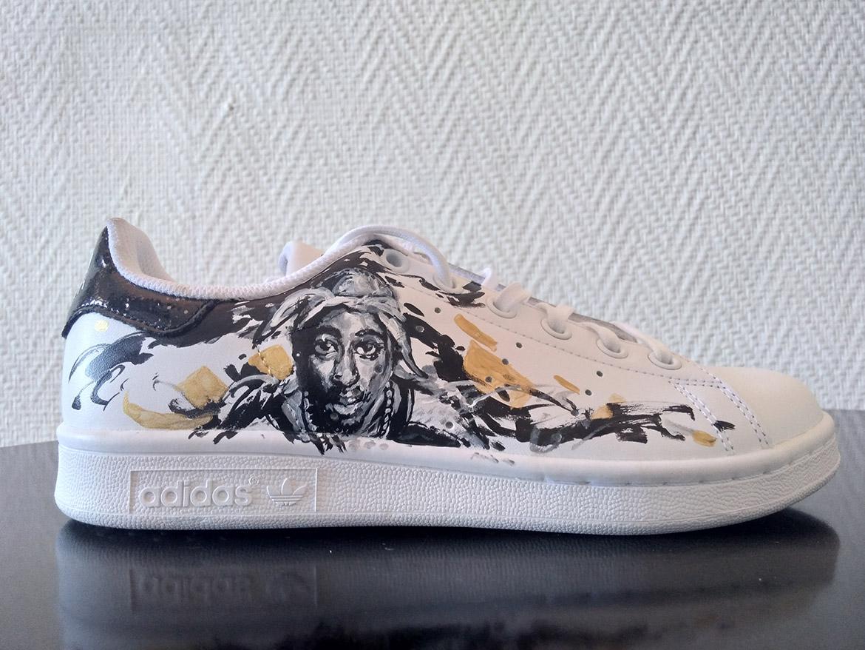 Custom de baskets Sneakers adidas: Portrait de Tupac en peinture par Enkage