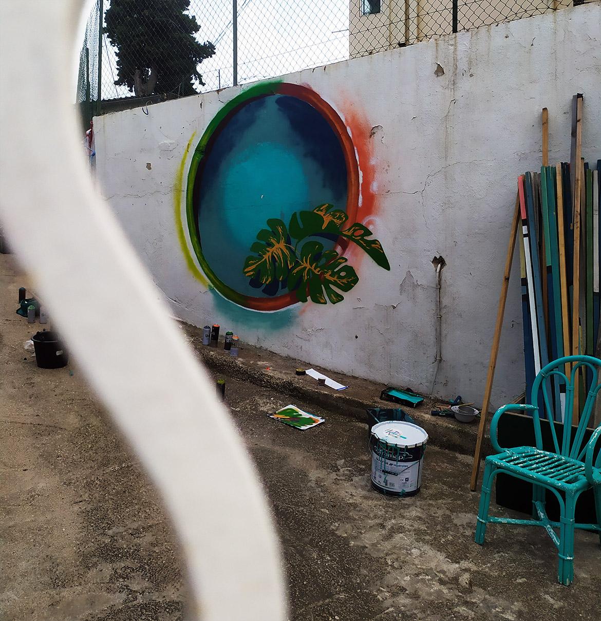 Décoration végétale en cours en street art par Enkage