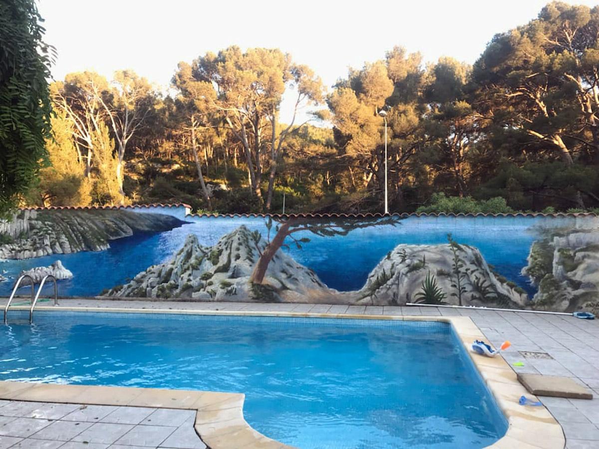 Artiste peinture graffeur mur piscine décoration paysage
