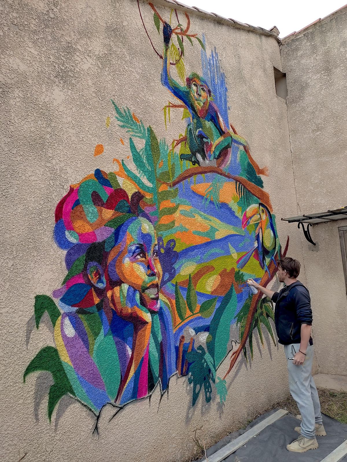 Fresque street art par le graffeur Enkage sur aix en Provence avec animaux et portrait de femme